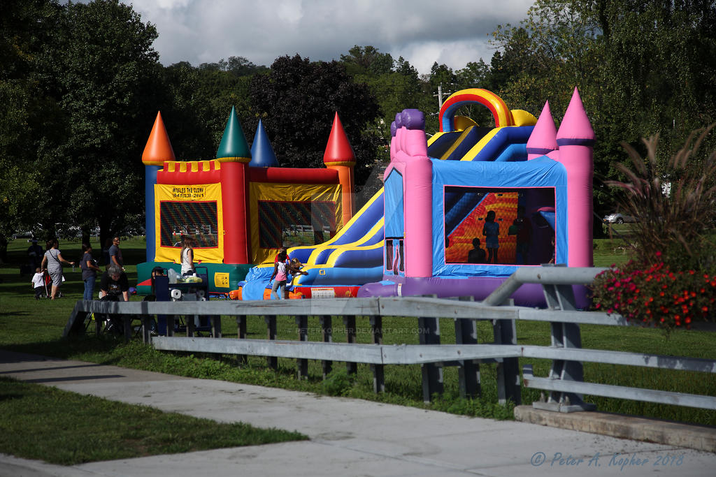 Bouncy House by peterkopher