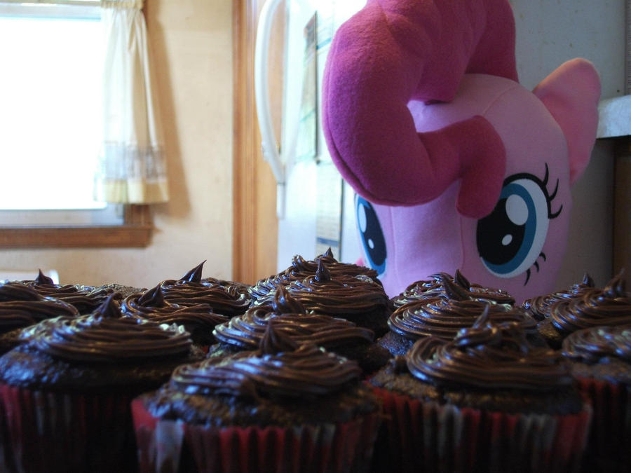 Pinkie Pie's Cupcakes by CollegeCADKid8908
