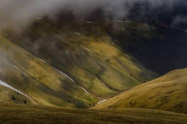 Baiului Mountains by LucianDinca