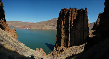 Lake Owyhee Cathedral Rock 2