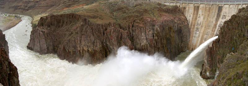 Lake Owyhee Dam 2006-04-08