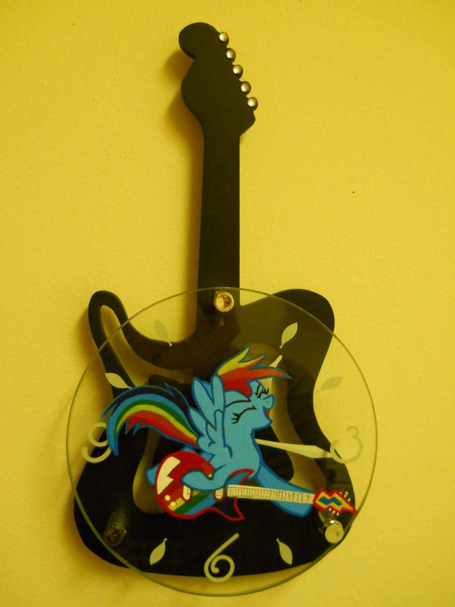 Rainbow Dash Clock by EarthenPony