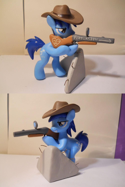Gun toting P-21 by EarthenPony