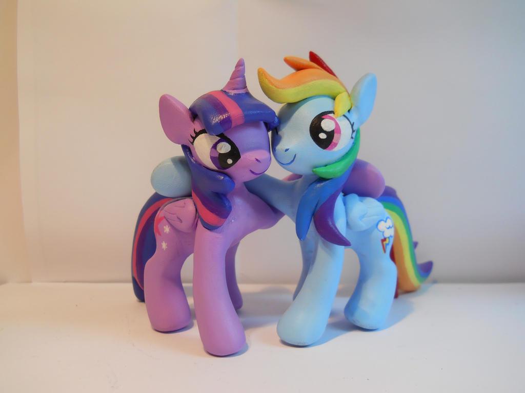 Twilight Sparkle and Rainbow Dash by EarthenPony
