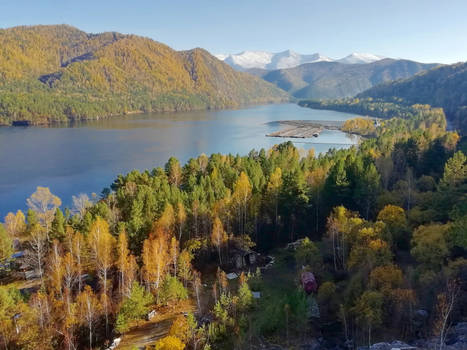 Autumn comes to the Yenisey river