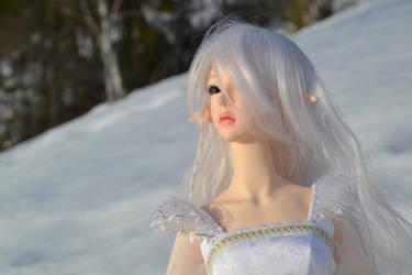 looking at the sun by HanaOkami
