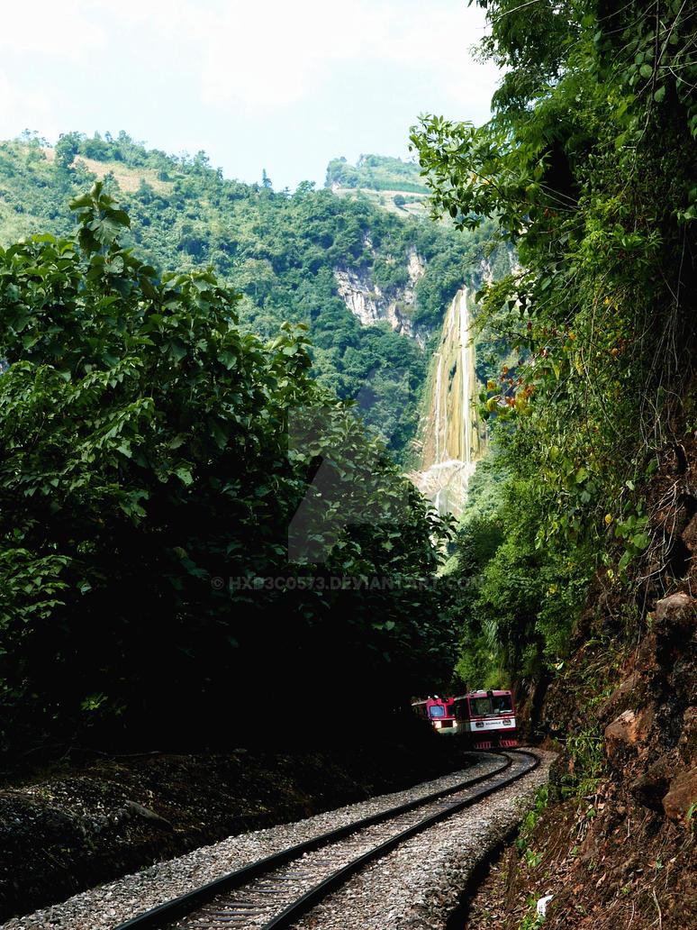 Wan tan waterfall with Yunnan-Vietnam Railway by HXD3C0573