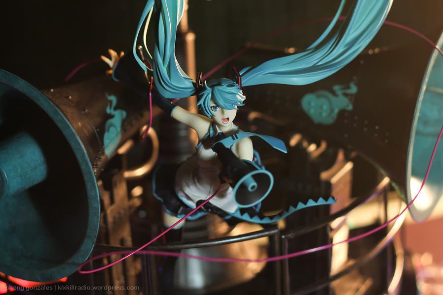 Miku Hatsune Love is War DX by kixkillradio