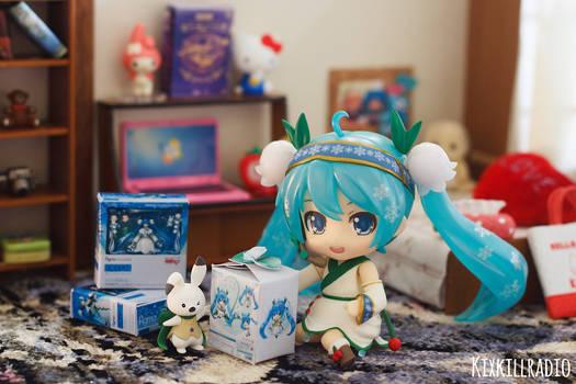 A Nendoroid with a Nendoroid by kixkillradio