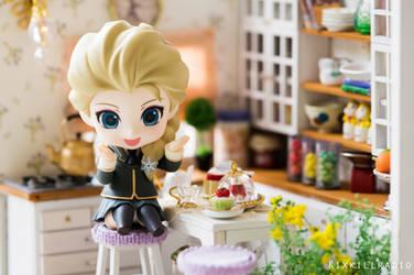 Elsa in the Kitchen by kixkillradio