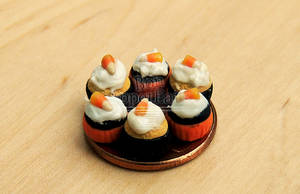 1:12 Halloween Cupcakes by PepperTreeArt