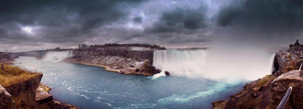 Niagara Falls I by IrethT