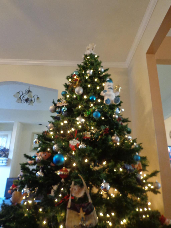 MY BEAUTIFUL AMAZING AWESOME CHRISTMAS TREE OMG