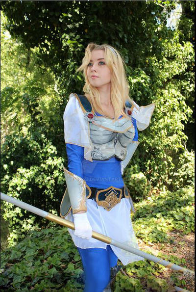 League of Legends Lux Cosplay by LovisaD