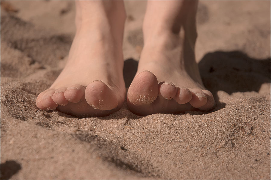 Sandy Toes by nikongriffin