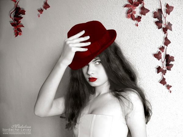 Μια εικόνα για τον αποπάνω The_Red_Hat____ivy_by_temporary_peace