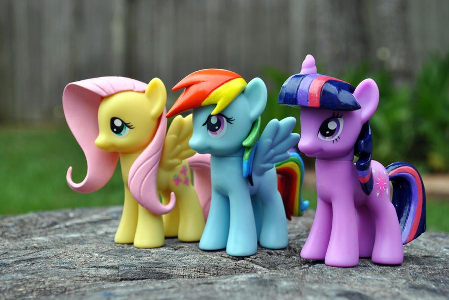 Three Pony Friends by Roscofox