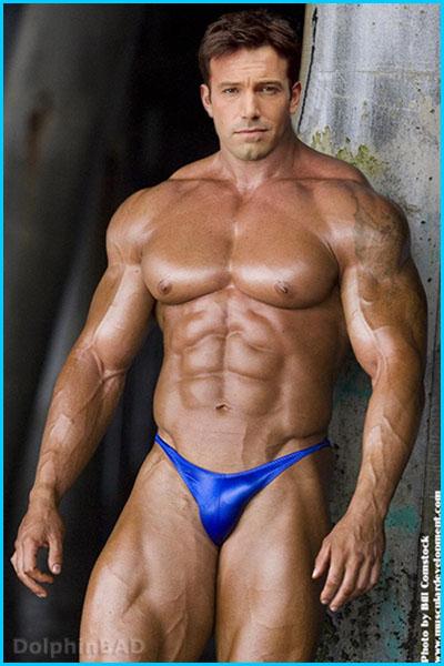 http://fc08.deviantart.net/fs70/f/2009/364/8/b/MuscleMorph__Ben_Affleck2_by_dolphinbad.jpg