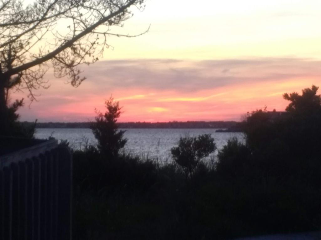 Sunset in Mantaloking by marihikari