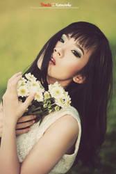 White Flowers by bwaworga