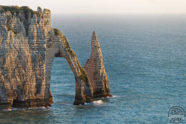 Etretat's cliff and hazing sea by Salahmi