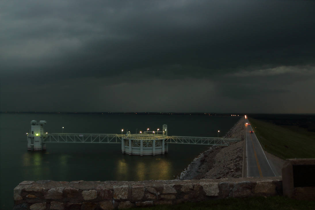 07-29-2018 - Lake McConaughy, NE - Storm Looming by WxKnowltey