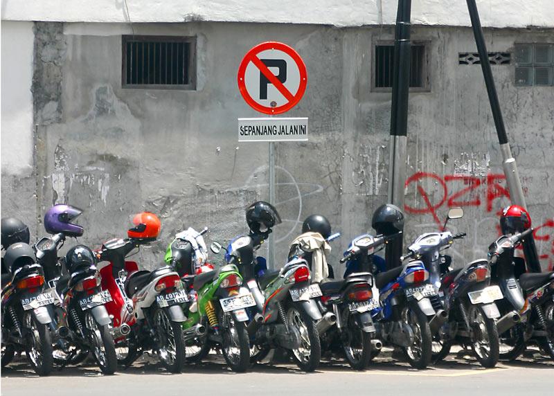 parkir sembarangan