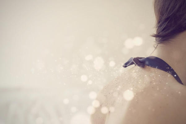 Красивое девушек брюнеток с короткой стрижкой со спины на аву