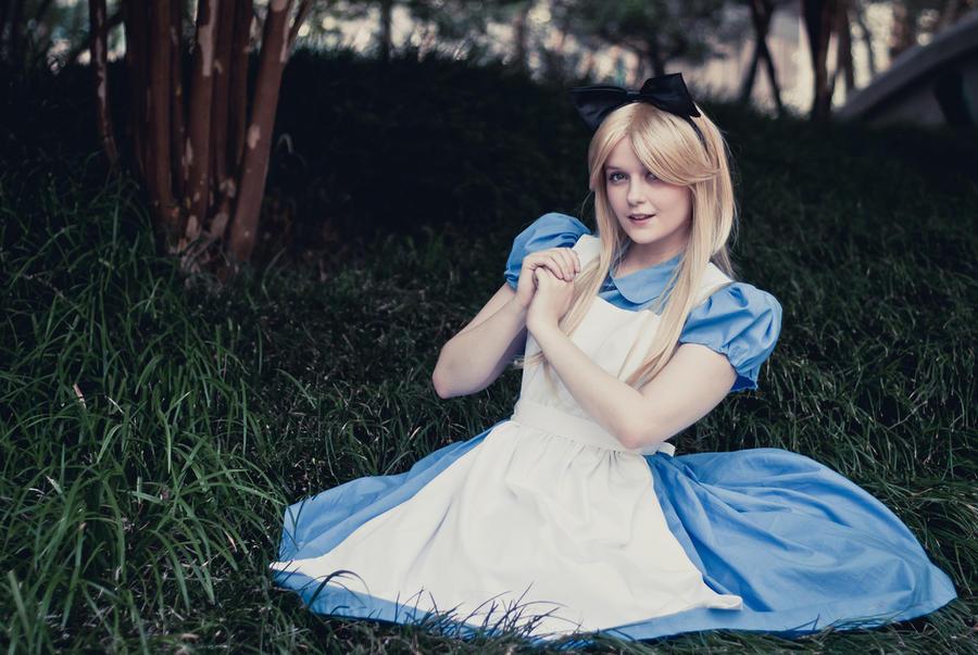 Alice in Wonderland by Hopie-chan