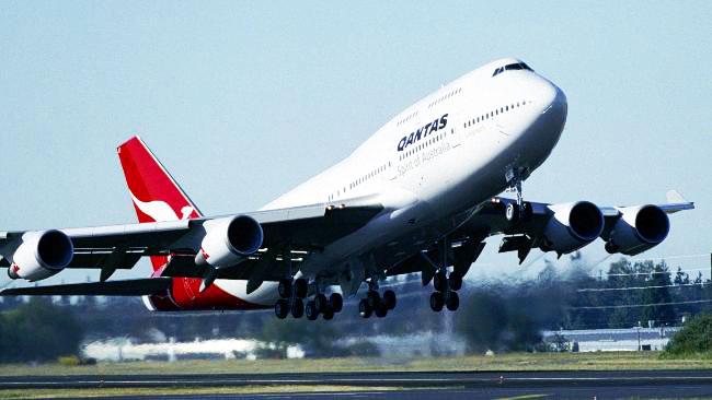Perth take off - Qantas by darkspeeds