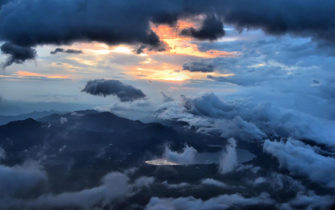 Fuji Clouds by gaelic