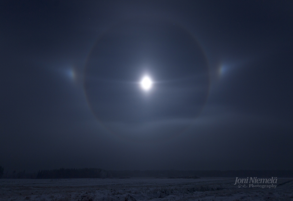 Moon Halo by JoniNiemela