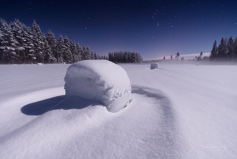 Snowy Haybales by Nitrok