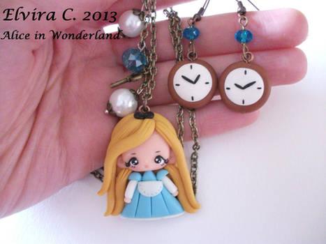 Alice in Wonderland necklace+earrings