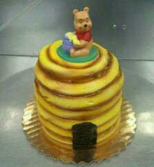 Pooh bear cake by KauseNeffect
