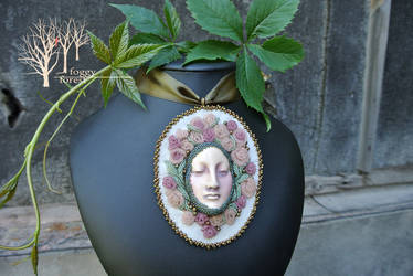 Once Upon a Time in Wonderland pendant by Gilven