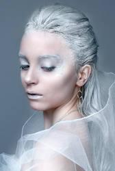 Queen of Ice by roxaralu