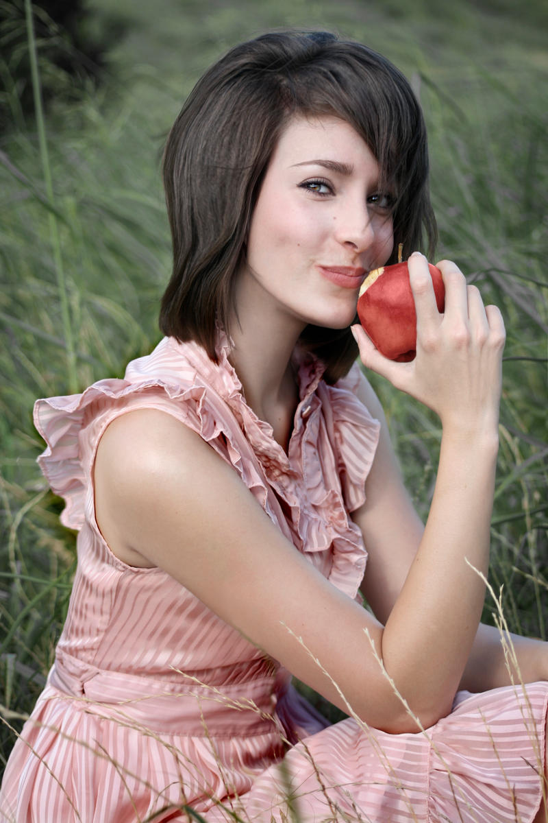 http://fc03.deviantart.net/fs26/i/2008/160/7/4/Apple_by_stickyredhead.jpg