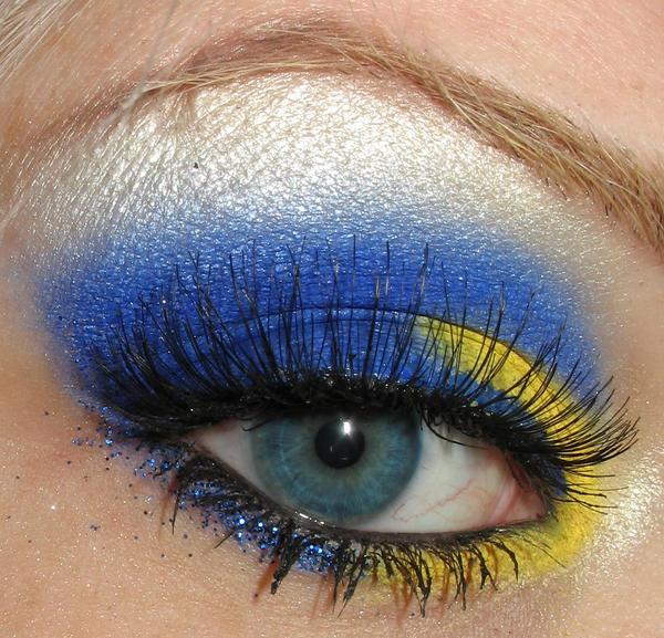 Blue n Yellow by ShandraJade