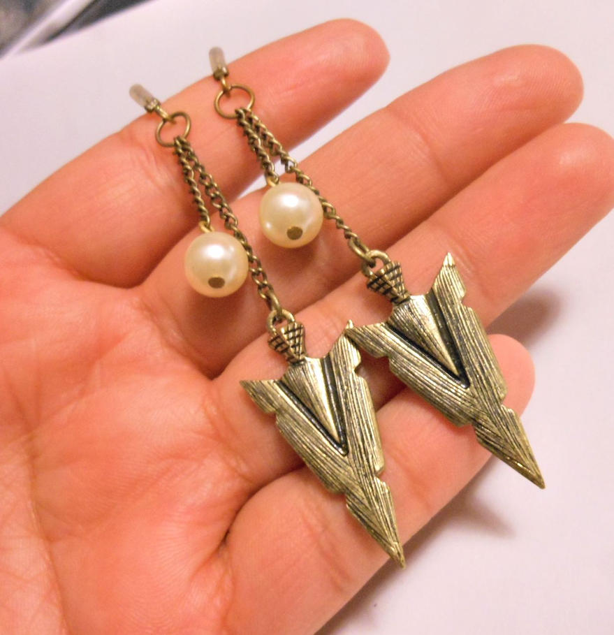 Hunger Games Inspired Katniss Arrowhead Earrings By Bellsngems