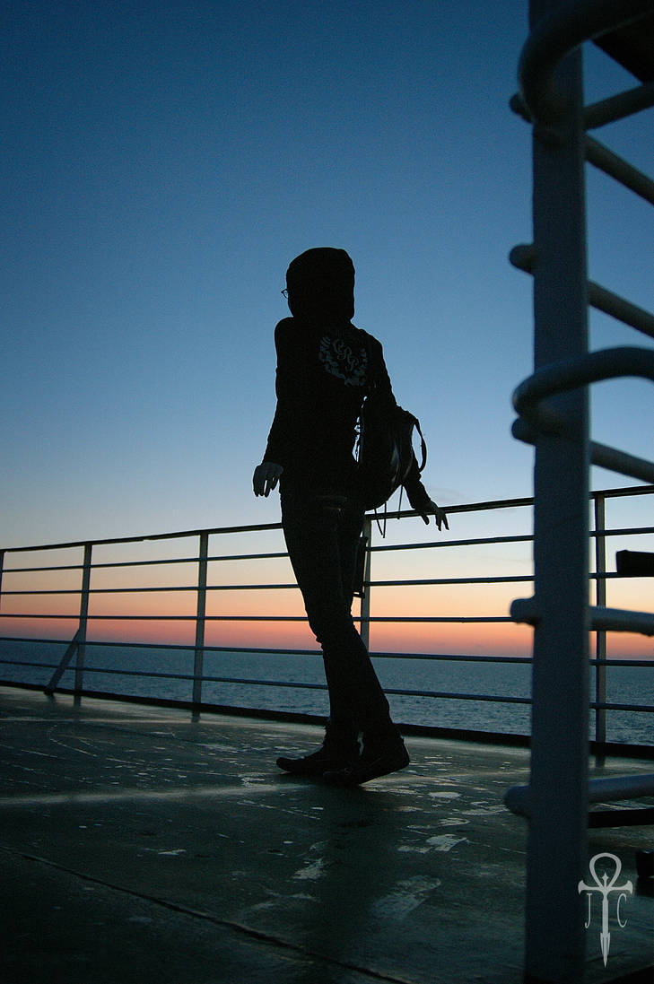 Sunset silhouette on ship by Rolmopsis