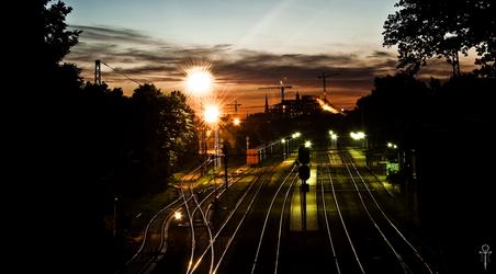 Midnight railroad by Rolmopsis