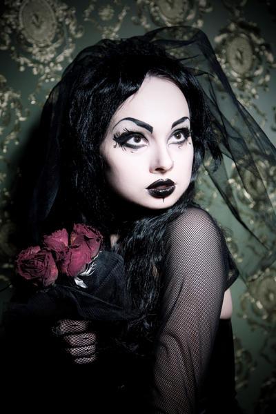 Colourful Goth Bridal Shoot · Rock n Roll Bride