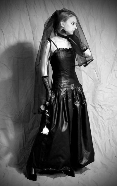 The Goth Bride | Roxana Hernandez