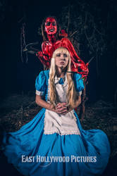 Alive in Wonderland - Off with her head by LyoNaka
