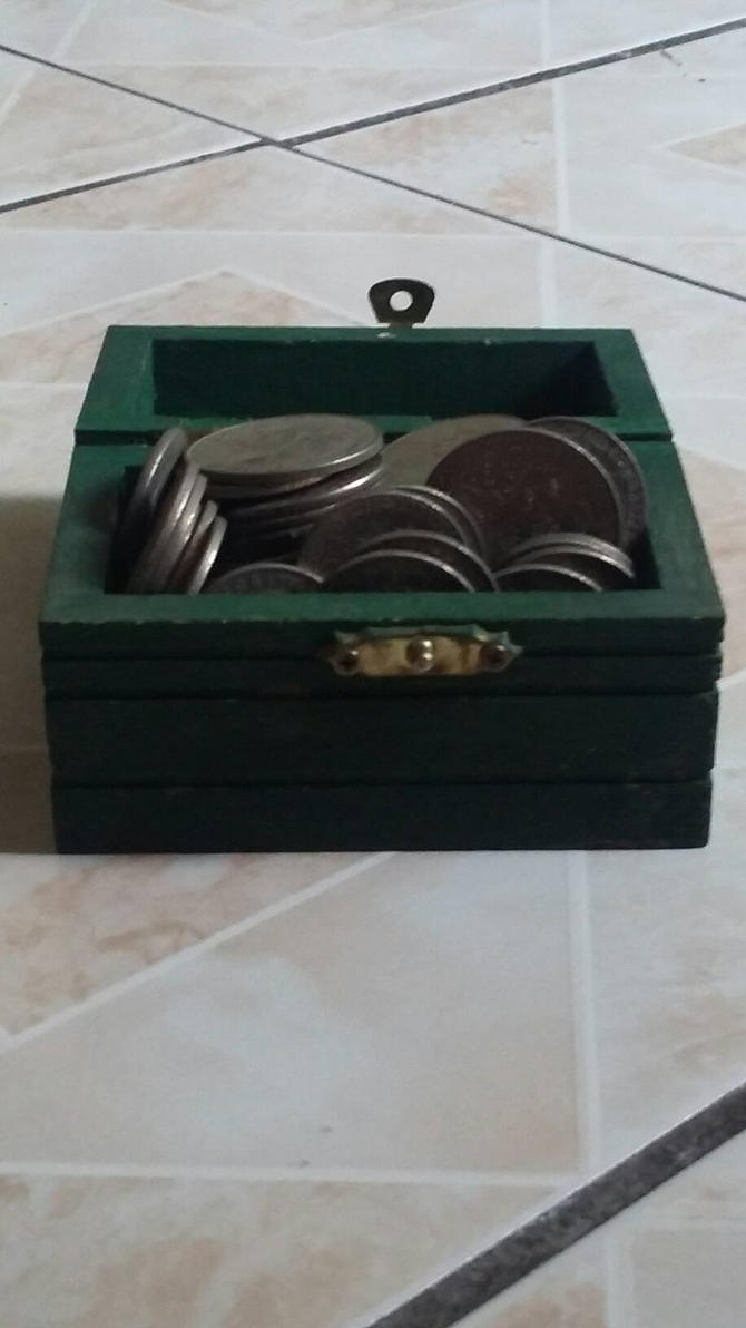 A mini threasure chest with coins by Alejandro10000