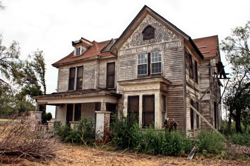 http://fc00.deviantart.net/fs27/i/2009/251/9/d/Old_Farm_House3_by_NHuval_stock.jpg