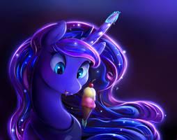 Luna kills an ice cream. by viwrastupr