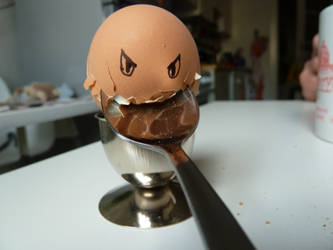 Angrrrry Egg by ilinga