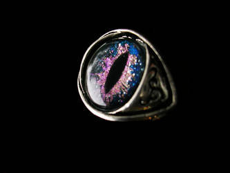 Dragon Eye Ring - Super color shifting rainbow by LadyPirotessa